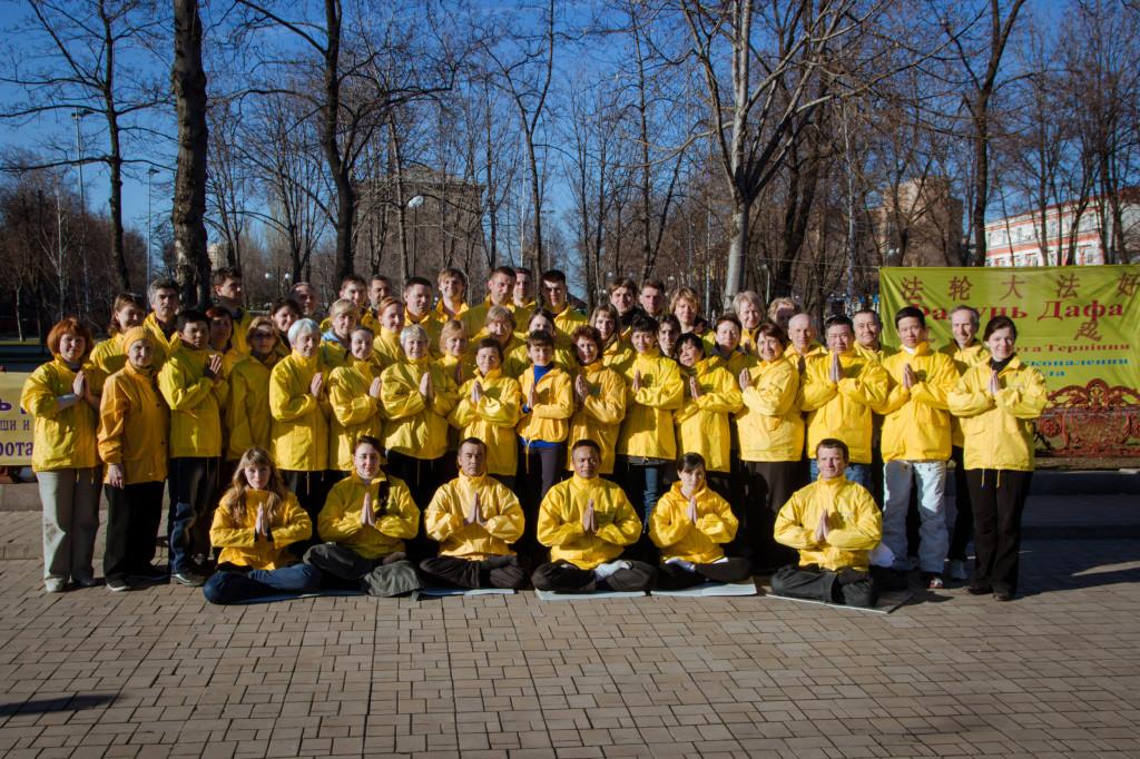Совместное фото после окончания акций в Донецке